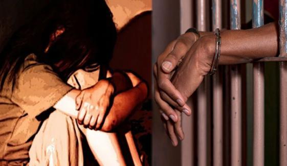 کراچی: گٹکا بیچنے والا لڑکی سے زیادتی کرتے گرفتار