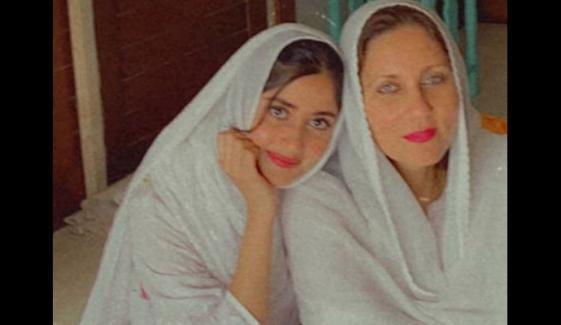 سجل کی ساس کے ساتھ رمضان کی پہلی تصویر مقبول