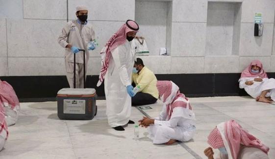 مسجد الحرام میں روزانہ آب زم زم کی 2 لاکھ بوتلیں تقسیم
