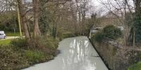 برطانیہ:دریا کا پانی سفید ہوگیا، ویڈیو  وائرل