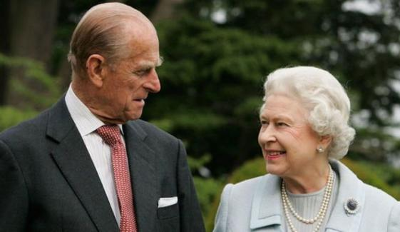 ملکہ الزبتھ نے پرنس فلپ کیساتھ پرانی تصویر شیئر کردی