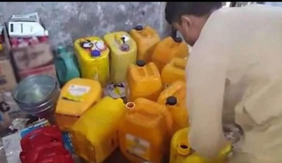 پشاور:کنٹینر سے 1 لاکھ 3ہزار لیٹر غیر معیاری خوردنی تیل برآمد