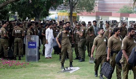 لاہور: پولیس و رینجرز کا مظاہرین کو منتشر کرنے کیلئے آپریشن