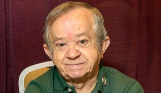 ایڈمز فیملی کے 'کزن اٹ' انتقال کرگئے