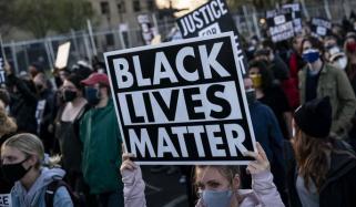 امریکا: سیاہ فام کے قتل کیخلاف پرتشدد مظاہرے