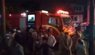 کراچی: گلشن میں فرنیچر کا گودام، 3 دکانیں جل گئیں
