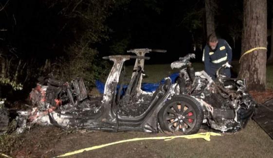 ٹیسلا کی ڈرائیور لیس کار کو حادثہ، 2 سوار ہلاک