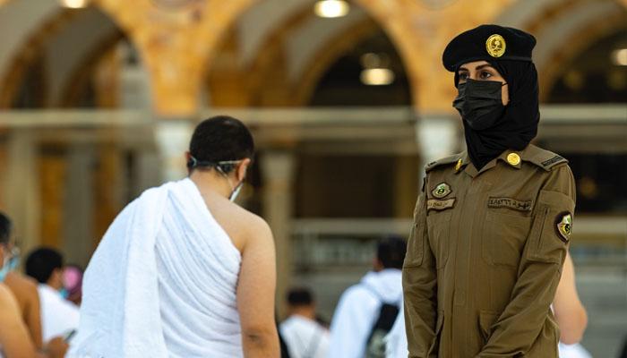مکہ مکرمہ میں خاتون سیکورٹی اہلکار کے چرچے
