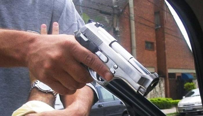 کراچی: ڈکیتی مزاحمت پر 3 افراد زخمی