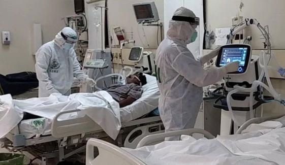 پشاور کے 4 اسپتالوں میں کورونا کے 700 سے زائد مریض زیر علاج