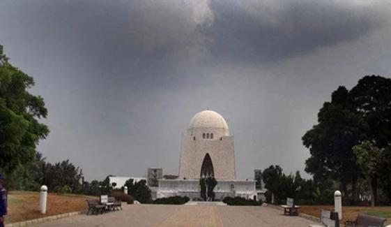 کراچی میں تیز سمندری ہوائیں چلنے لگیں