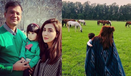 عائشہ خان نے خوبصورت فیملی فوٹو شیئر کر دی