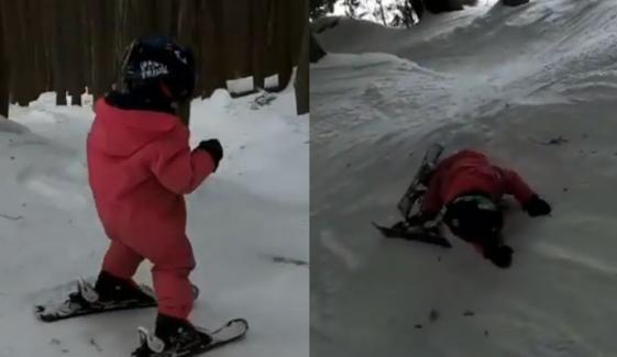 دو سالہ بچی کا شاندار اسکیئنگ کا مظاہرہ