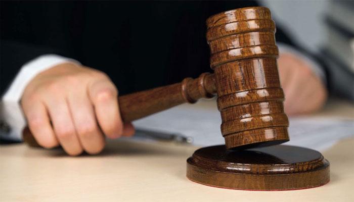 وکیل کے کھانسنے پر جج کا جملہ، عدالت میں قہقہے