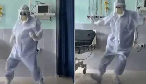 مریضوں کو خوش کرنے کیلئے ڈاکٹر کے رقص کی ویڈیو وائرل
