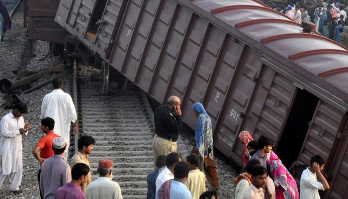 رحیم یار خان: مال گاڑی کی 2 بوگیاں پٹری سے اتر گئیں