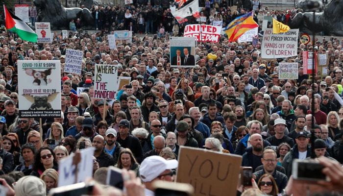 لندن : کورونا پابندیوں کیخلاف ہزاروں شہریوں کا احتجاج
