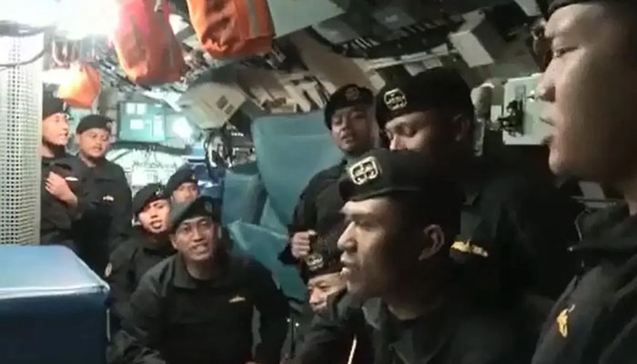 Indonesia: Video of crew of a sinking submarine has surfaced