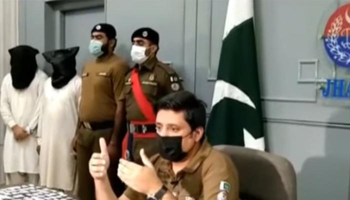 جھنگ: لوگوں کےانگوٹھوں کےنشان لینے والا گروہ گرفتار