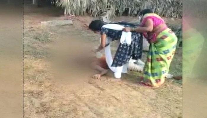 بھارت،کورونا سے بیمار والد کو پانی دینے کے لئے ماں بیٹی کو روکتی رہی