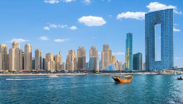 دبئی :دنیا کا بلند ترین سوئمنگ پول کھول دیا گیا