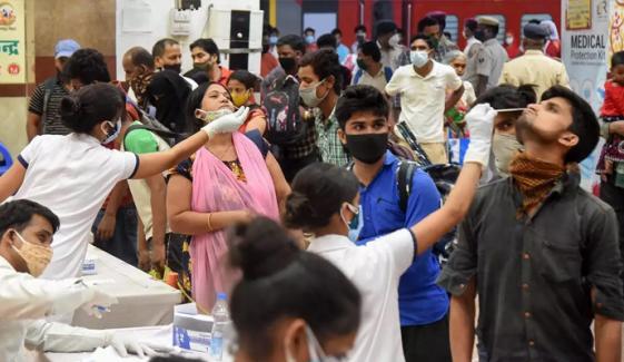 بھارت میں کورونا کی ہولناک صورتحال کی وجوہات کیا ہیں؟