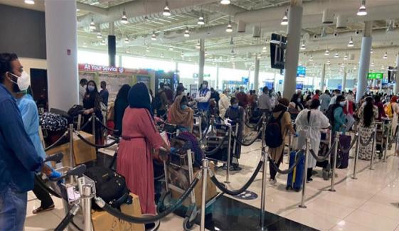 امارات میں بھارت سے آنے والے مسافروں کے داخلے پر پابندی میں توسیع