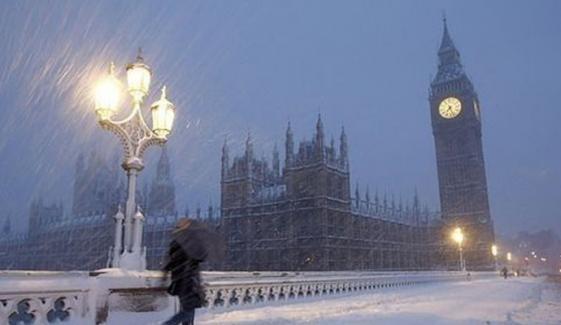 لندن کے مختلف علاقوں میں بارش اور ژالہ باری