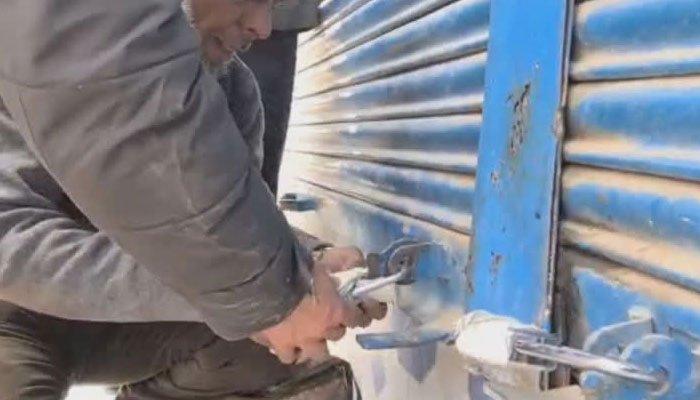 کراچی، ایس او پیز کی خلاف ورزی پر متعدد دکانیں سیل