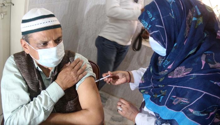 پاکستان، 32 لاکھ 25 ہزار شہری ویکسین لگوا چکے