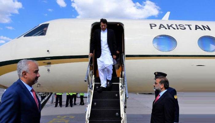 وزیراعظم عمران خان وطن واپس پہنچ گئے