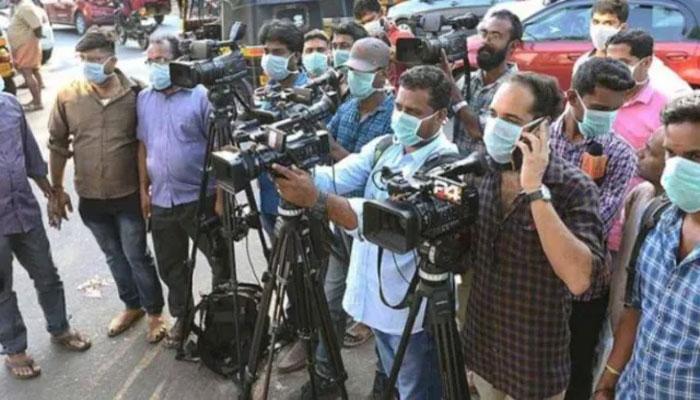 بھارت میں کورونا صحافیوں کے لیے بھی مہلک، ایک سال میں سو سے زائد صحافی ہلاک