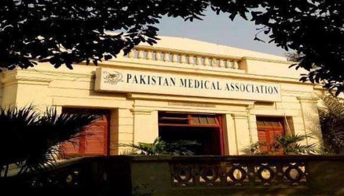 پاکستان میں کورونا وائرس سے 202 ڈاکٹرز اور 30 پیرامیڈیکس جاں بحق، پی ایم اے کا اظہار تشویش