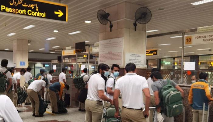 لاہور پہنچنے پر کرکٹ ٹیم کی ریپڈ کورونا ٹیسٹنگ