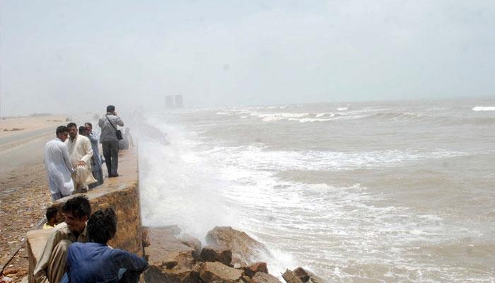 سمندری طوفان کے اثرات، کراچی میں ہیٹ ویو الرٹ جاری