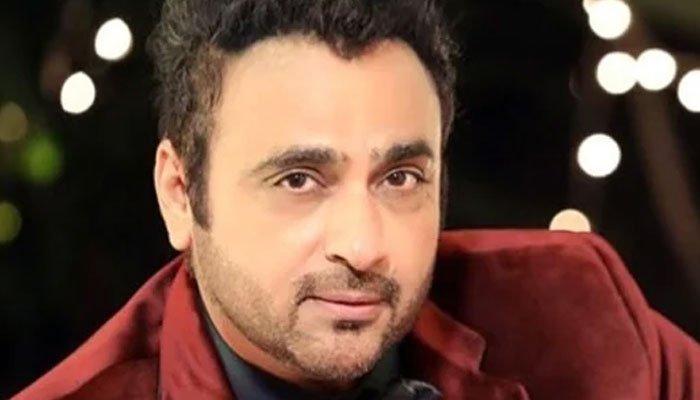 بھارتی اداکار اور اہلیہ کو ایمبولینس نے ٹکر ماردی، اسپتال داخل