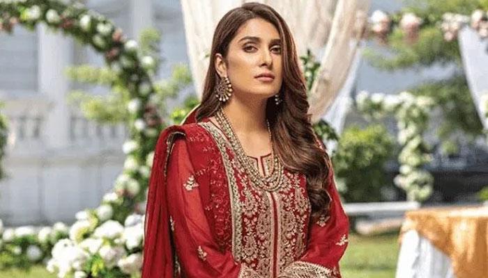 عائزہ خان کے 9ملین انسٹاگرام فالوورز ہوگئے