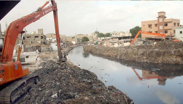 کراچی، نالوں کی صفائی کا کام تیزی سے جاری