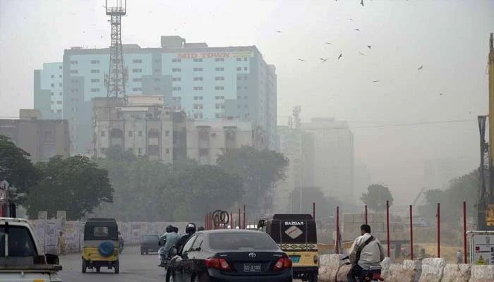 کراچی میں آج اور کل تیز گرد آلود ہوائیں چلنے کا امکان