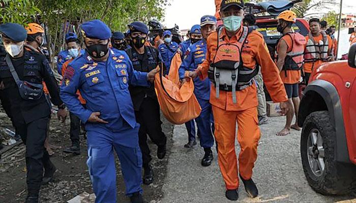 انڈونیشیا : سیلفی لینے کے دوران کشتی الٹ گئی ، 7 افراد ہلاک