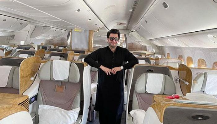 جاوید آفریدی کا 360 مسافروں کے طیارے میں اکیلے سفر