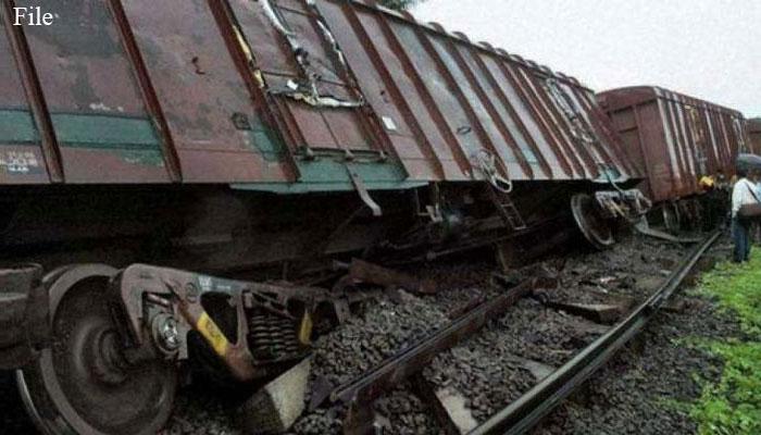 رحیم یارخان: مال گاڑی کی 3 بوگیاں پٹری سے اتر گئیں