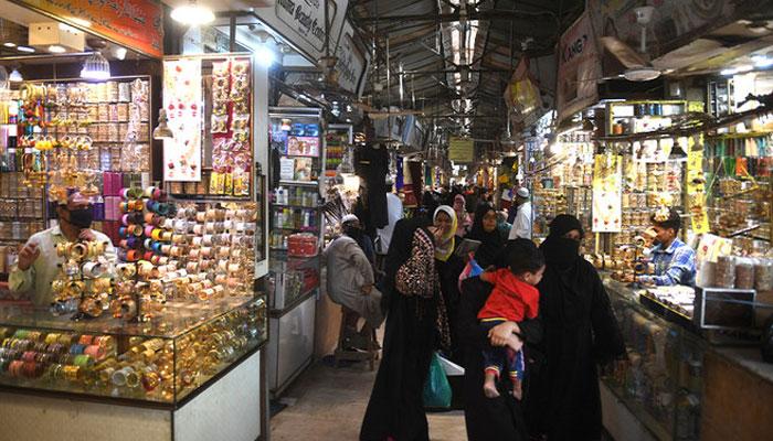 تاجر ایکشن کمیٹی نے وزیر بلدیات سندھ ناصر حسین شاہ کی یقین دہانی پر 8 بجے تک دکانیں کھلی رکھنے کا فیصلہ مؤخر کردیا۔