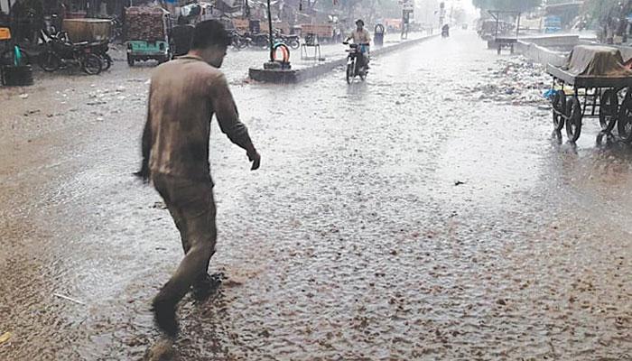 سندھ کے کئی علاقوں میں تیز آندھی، موسلادھار بارش
