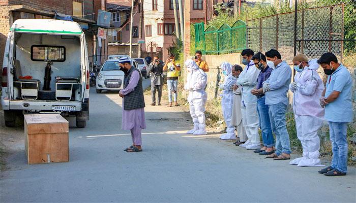 پاکستان: کورونا سے مزید 76 اموات، کل ہلاکتیں 21265