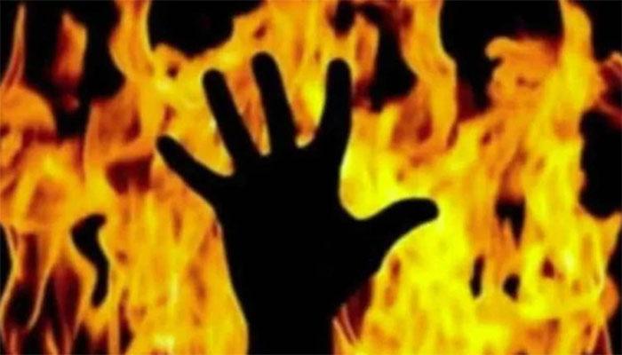 لاہور میں بیوی کے ناراضگی ختم نہ  کرنے پر نوجوان نے خود کو آگ لگالی