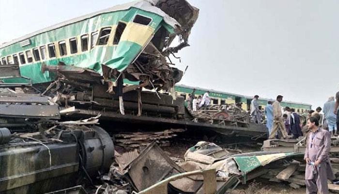 ڈہرکی: ٹرینوں کے تصادم میں 30 مسافر جاں بحق