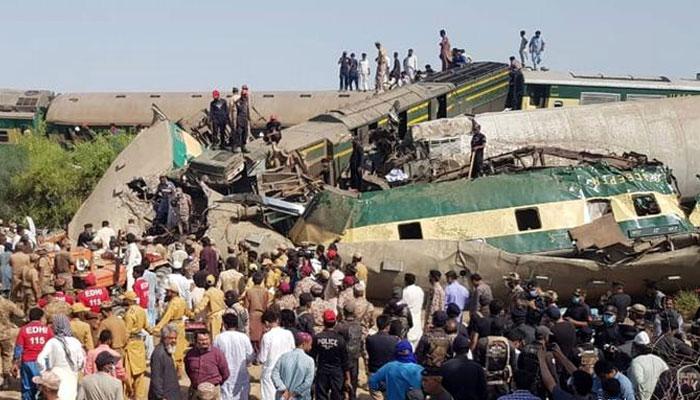 حادثے کی شکار ٹرینوں کے بلیک باکس مل گئے، ریلوے حکام