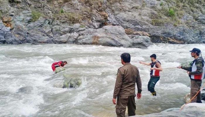 اپر کوہستان: کوچ دریائے سندھ میں جاگری،15 مسافر لاپتہ