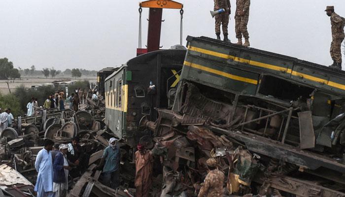 ٹرین حادثے میں جاں بحق افراد کی تعداد 58 ہوگئی